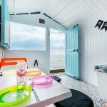 Turquiose Beach Hut hire